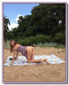 nice naked babes shows vagina at beach among men