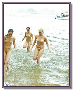well-built various nudists chicks offers pussy for sun at the beaches of the Australia