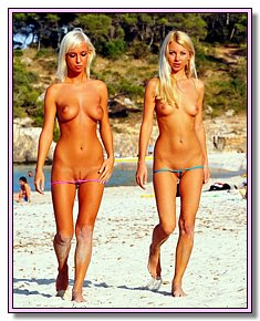 With bald pussy young ladies enjoys being naked on orient beach