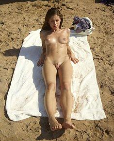 lewd naturist chicks flirts with nudist men on nude beaches in nassau bahamas