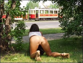 outdoor_girlfriends_038.jpg
