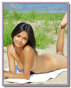 sultry young bitches gets warm for her ass by the sea