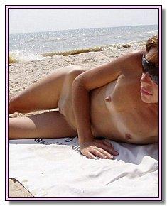 comely girls nudists enjoys nudist life near beach resort jamaica